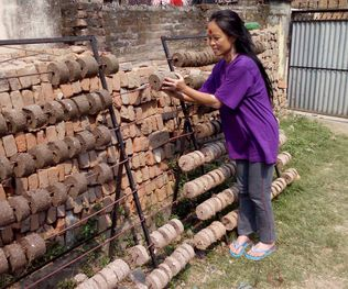 2016 04 20 auntie learning how to make brickets in the event of more blockades